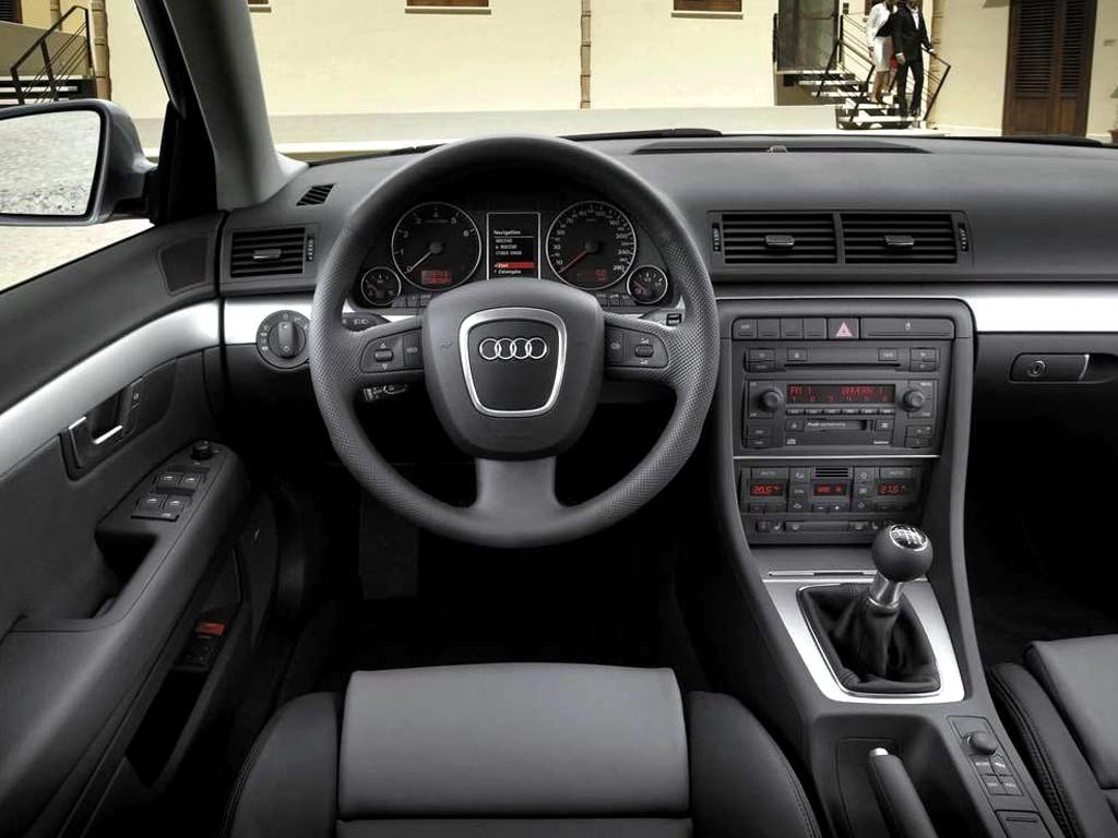 Audi_A4_Sedan_int_2