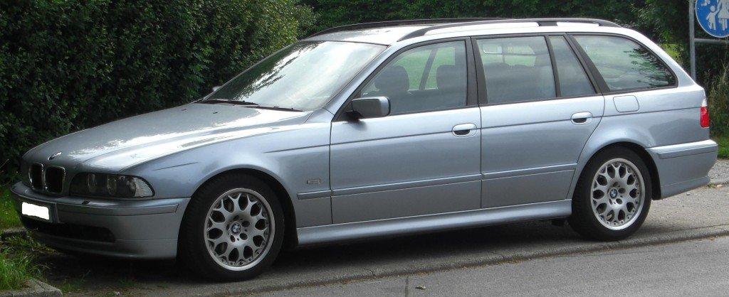BMW_5er_Touring_(E39)_side