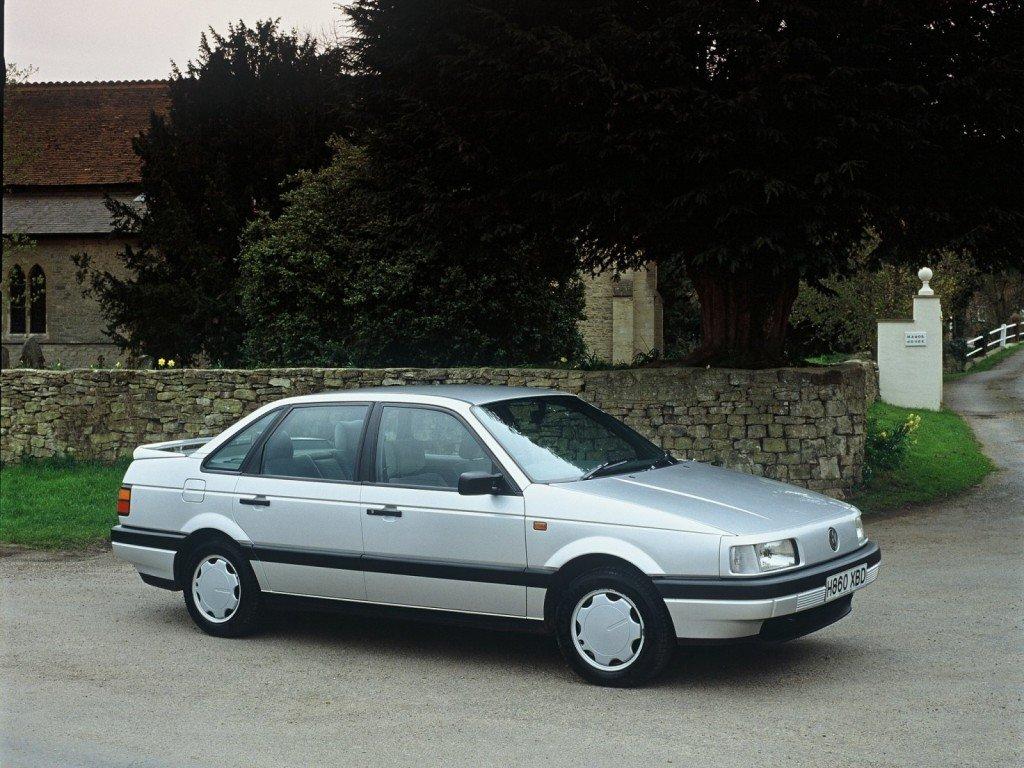 Volkswagen_Passat_Sedan_1988