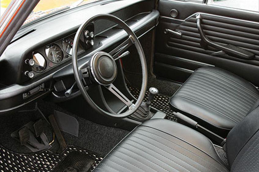 0701_z+1973_bmw_2002+interior