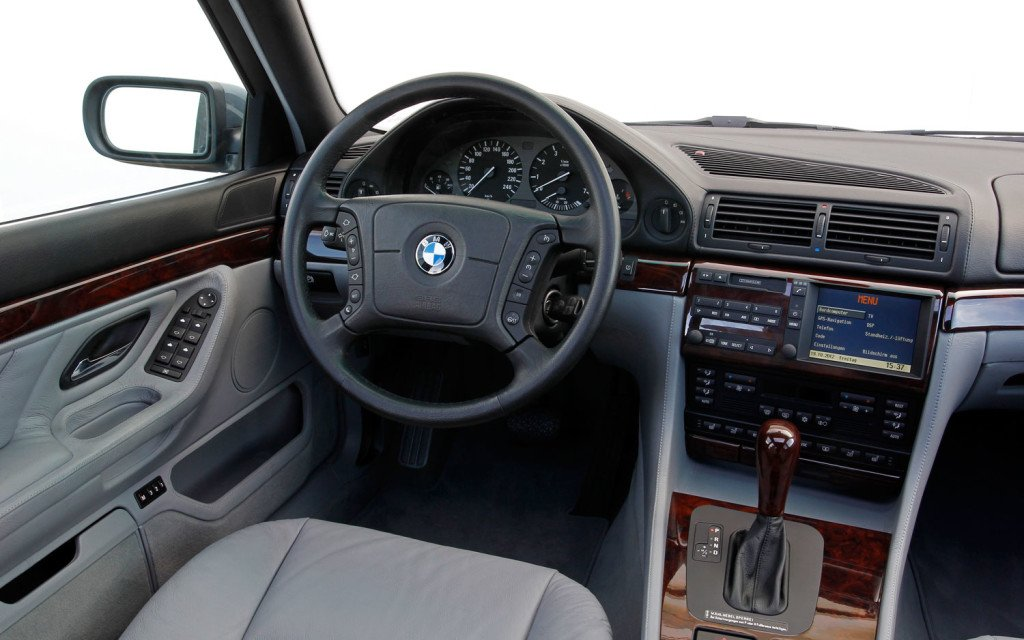 BMW-750il-V12-E38-interior-view