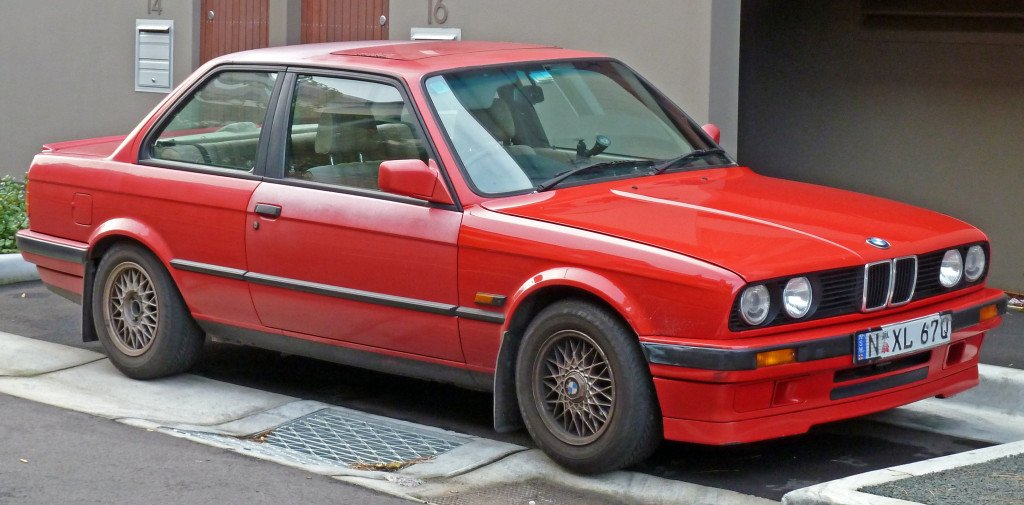 BMW_318is_(E30)_2-door_sedan_02