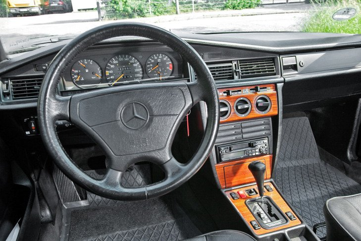 Mercedes-Benz-190-W201 salon jpg
