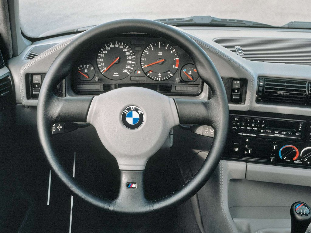 salon bmw e34 M5