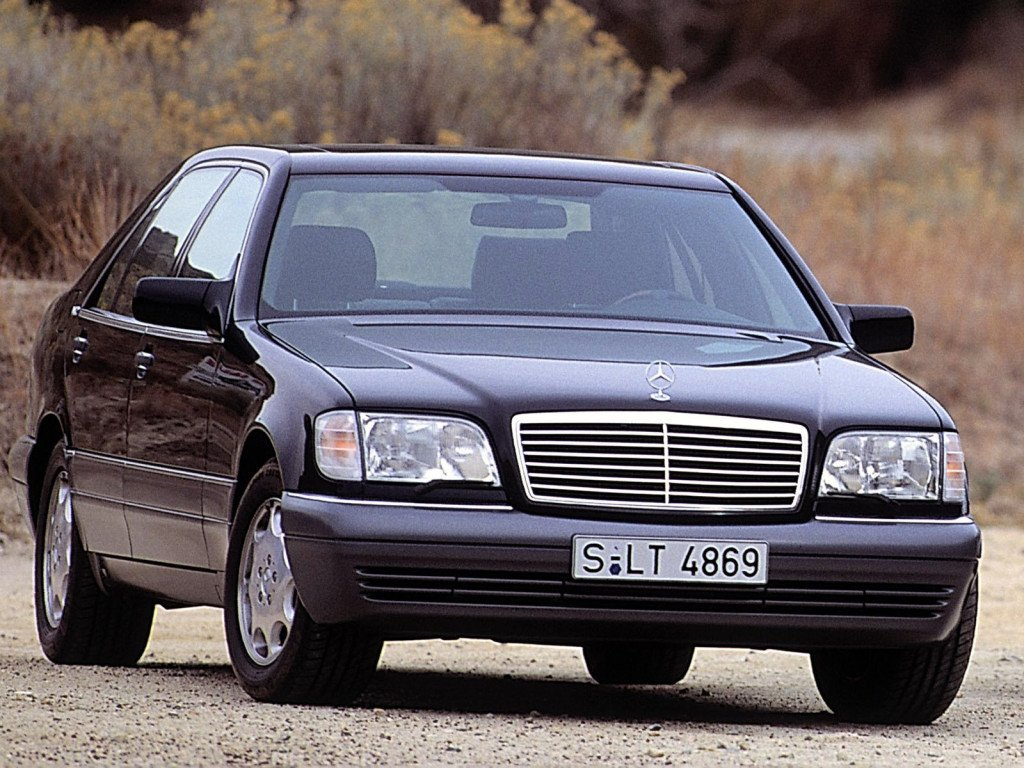 Mercedes_S-Class_Sedan_1993