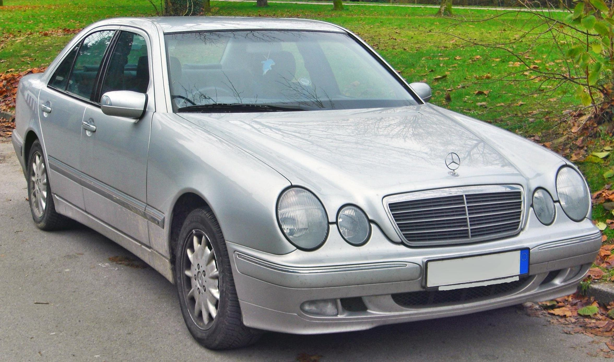 Mercedes_E_270