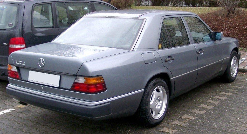 Mercedes_W124_rear