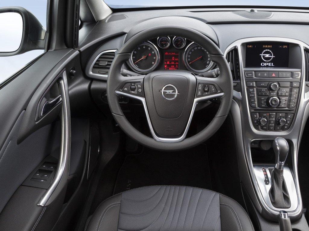 Opel-Astra-salon