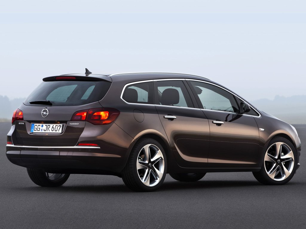 opel_astra_sports_tourer_21