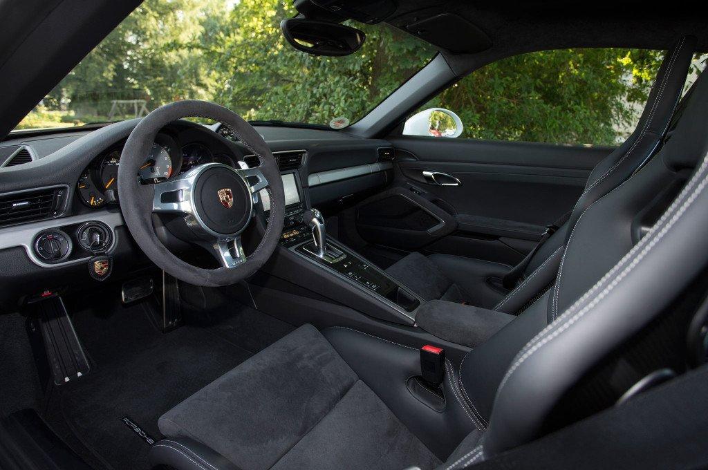 2014-Porsche-911-GT3-front-interior