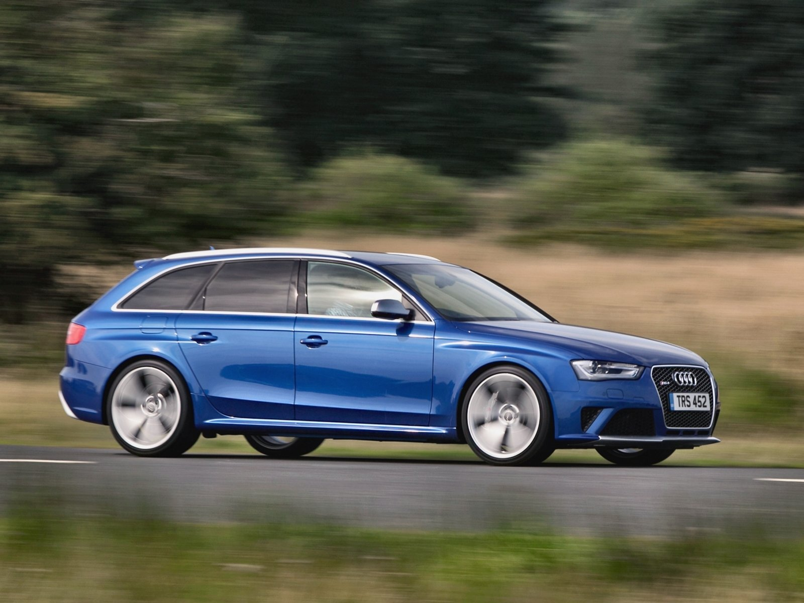 Audi-RS4_Avant-foto_b99351