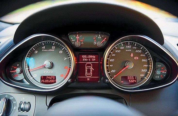 Audi_R8_dashboad