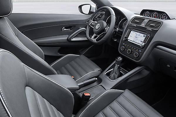 Volkswagen_Scirocco_2015-24