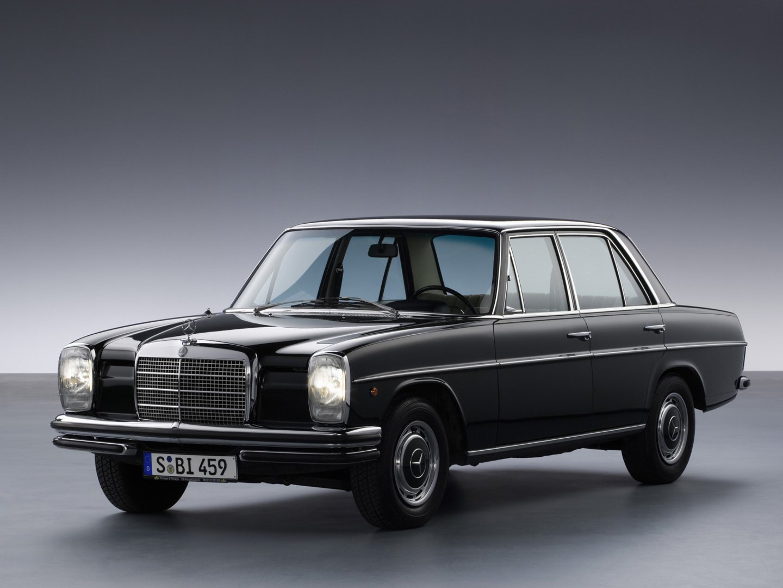 Mercedes_E-Class_Sedan_1967