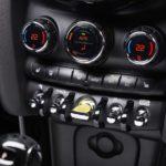 5 бесполезных автомобильных опций, за которые не стоит переплачивать